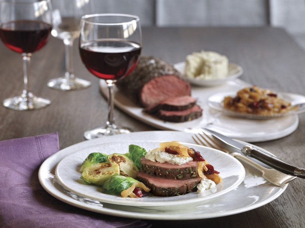 5539-00-tenderloin-roast-with-wine-braised-onions-and-herb-cheese-wine-glass